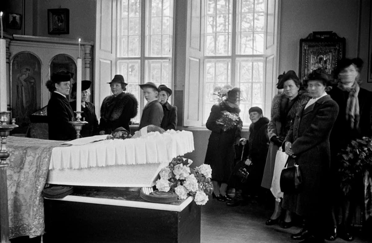 Siunaustilaisuus Pyhän Eliaan kappelissa vuonna vuonna 1946.