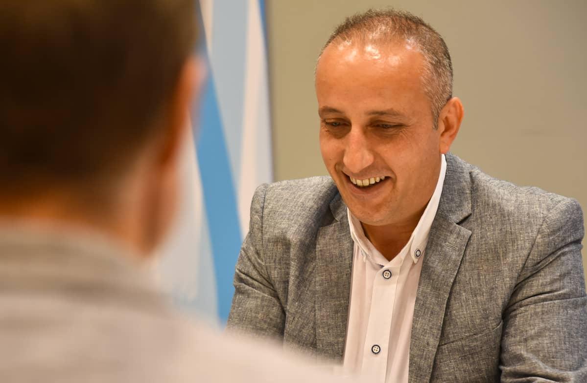 Irakilainen Dlovan Ishaya tuli Suomeen 20 vuotta sitten kiintiöpakolaisena.