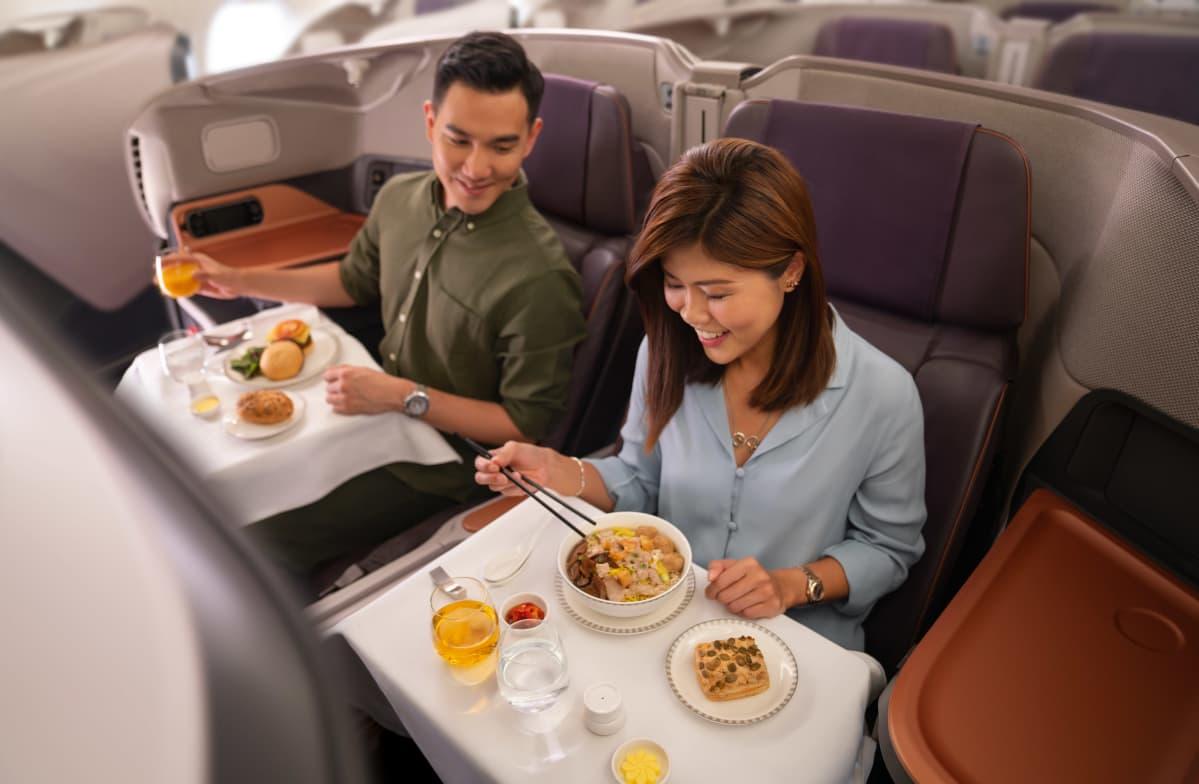 Singapore Airlinesin business-luokan matkustajia