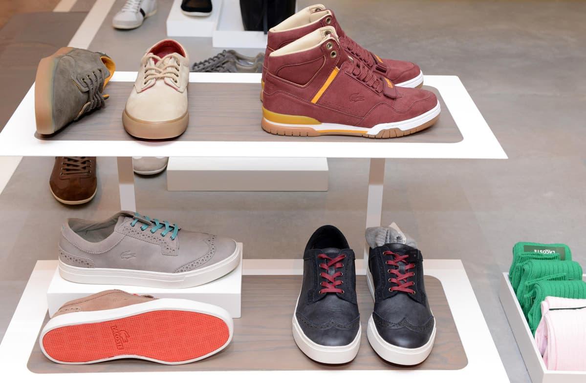 Lacosten kenkiä