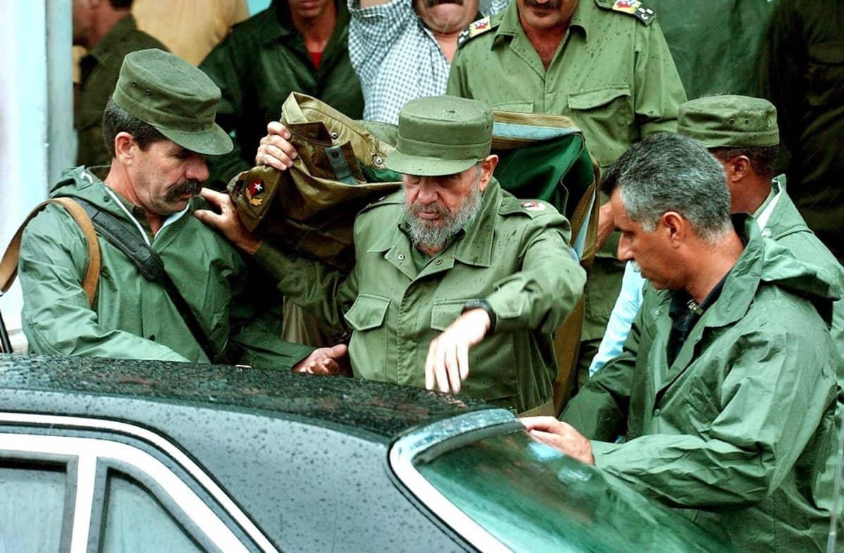 vihreään pukeutunut Fidel Castro
