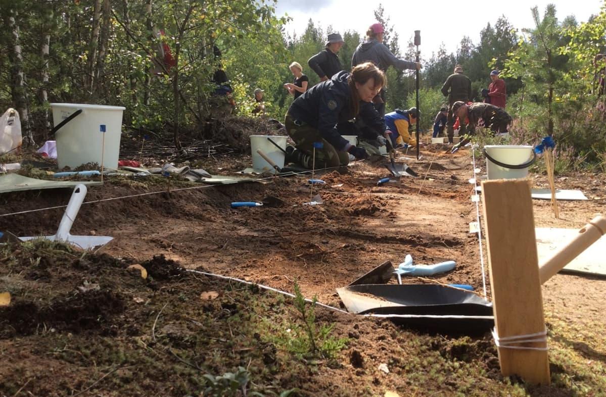 Viidankankaan vanhalla asuinpaikalla Haminassa tehtiin arkeologisia kaivauksia kesällä 2015.