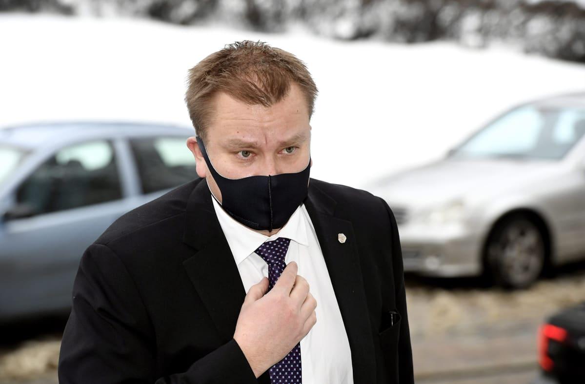 Puolustusministeri Antti Kaikkonen saapui Säätytalolle Helsingissä 22. tammikuuta.