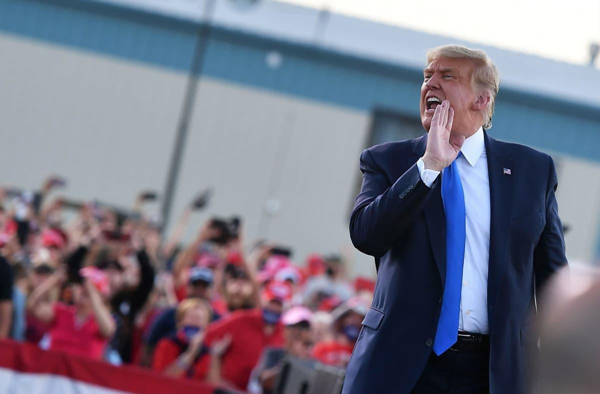 Donald Trump puhuu kannattajilleen