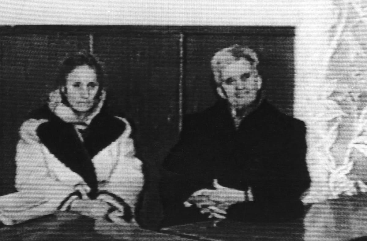 Elena ja Nicolae Causescu ennen teloitustaan joulukuussa 1989.