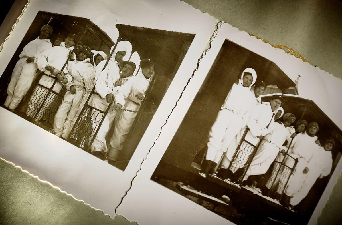 Kaksi kuvaa albumissa lumipukuisista miehistä