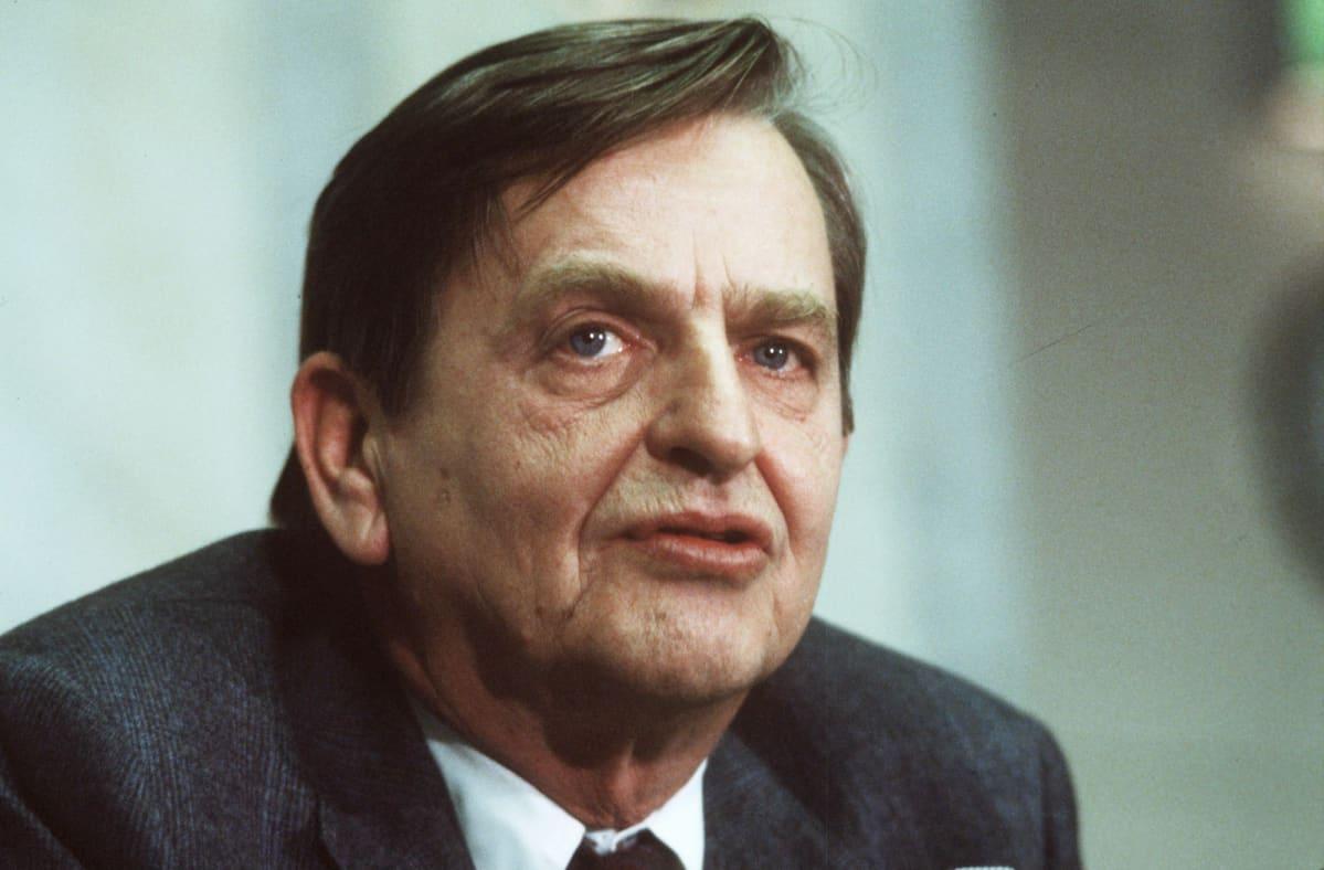 Olof Palme joulukuussa 1983.