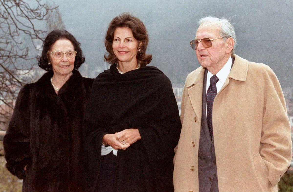 Kuningatar Silvia vanhempiensa Alice ja Walther Sommerlathin kanssa kuvattuna Heidelbergissä.