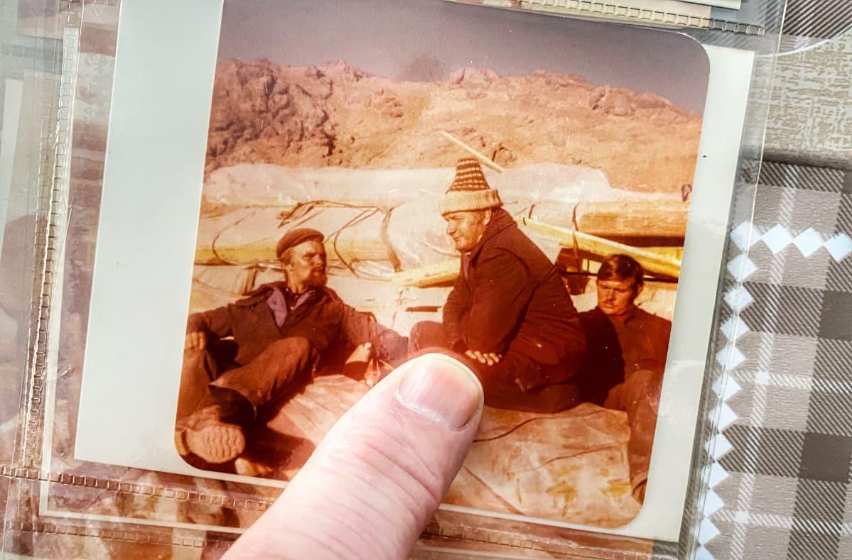 Kuusamolaisia rakennusmiehiä Iranissa 1978.