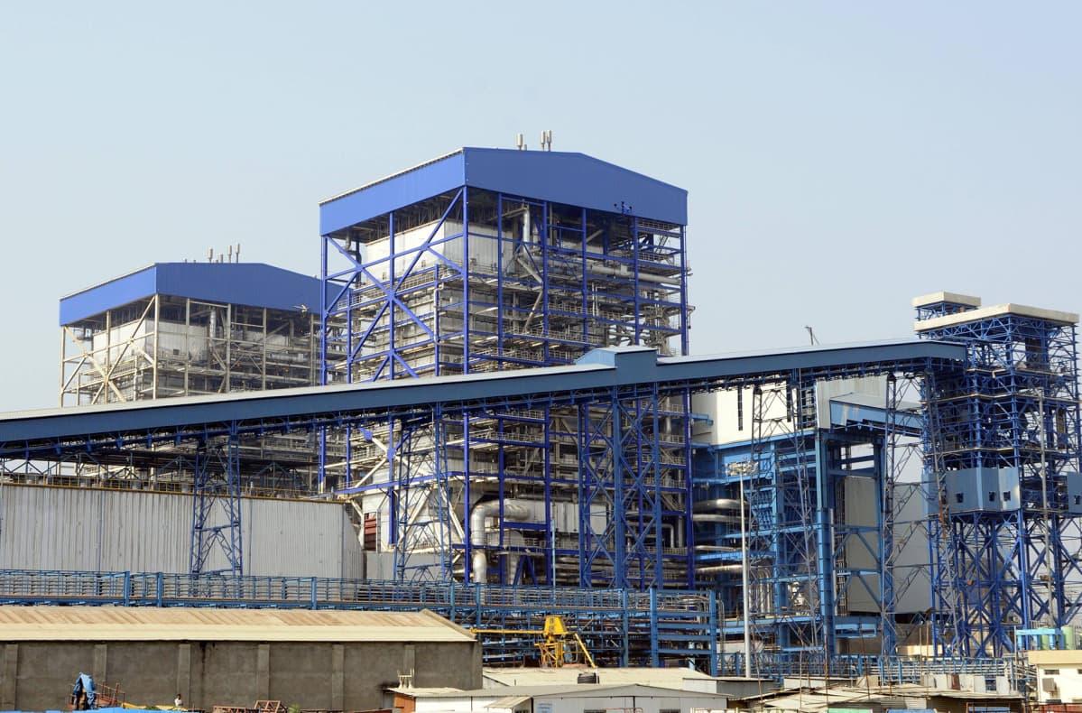 Hiilivoimalaitos Intiassa.