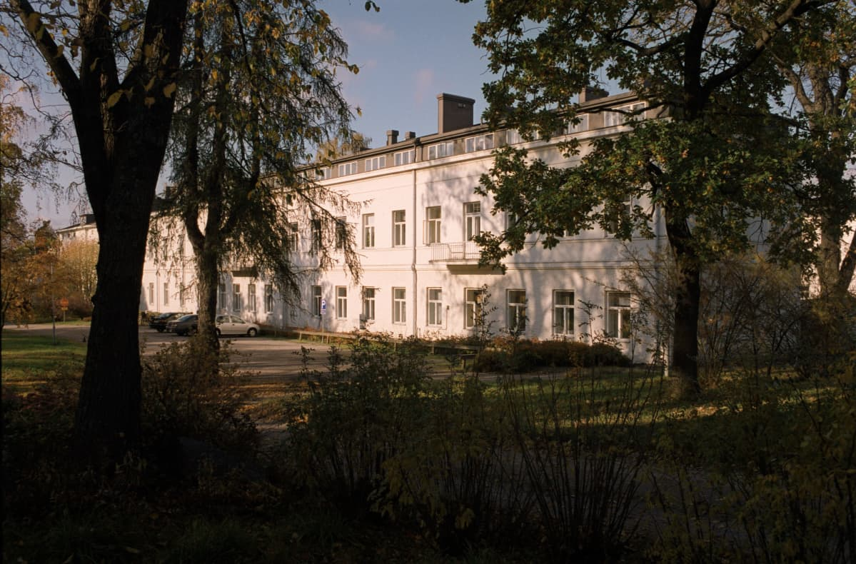Lapinlahden sairaala syksyllä vuonna 2000, puistonäkymä