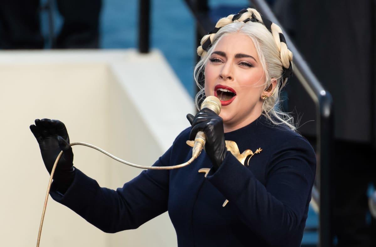 Lady Gaga laulaa Bidenin virkaanastujaisissa.