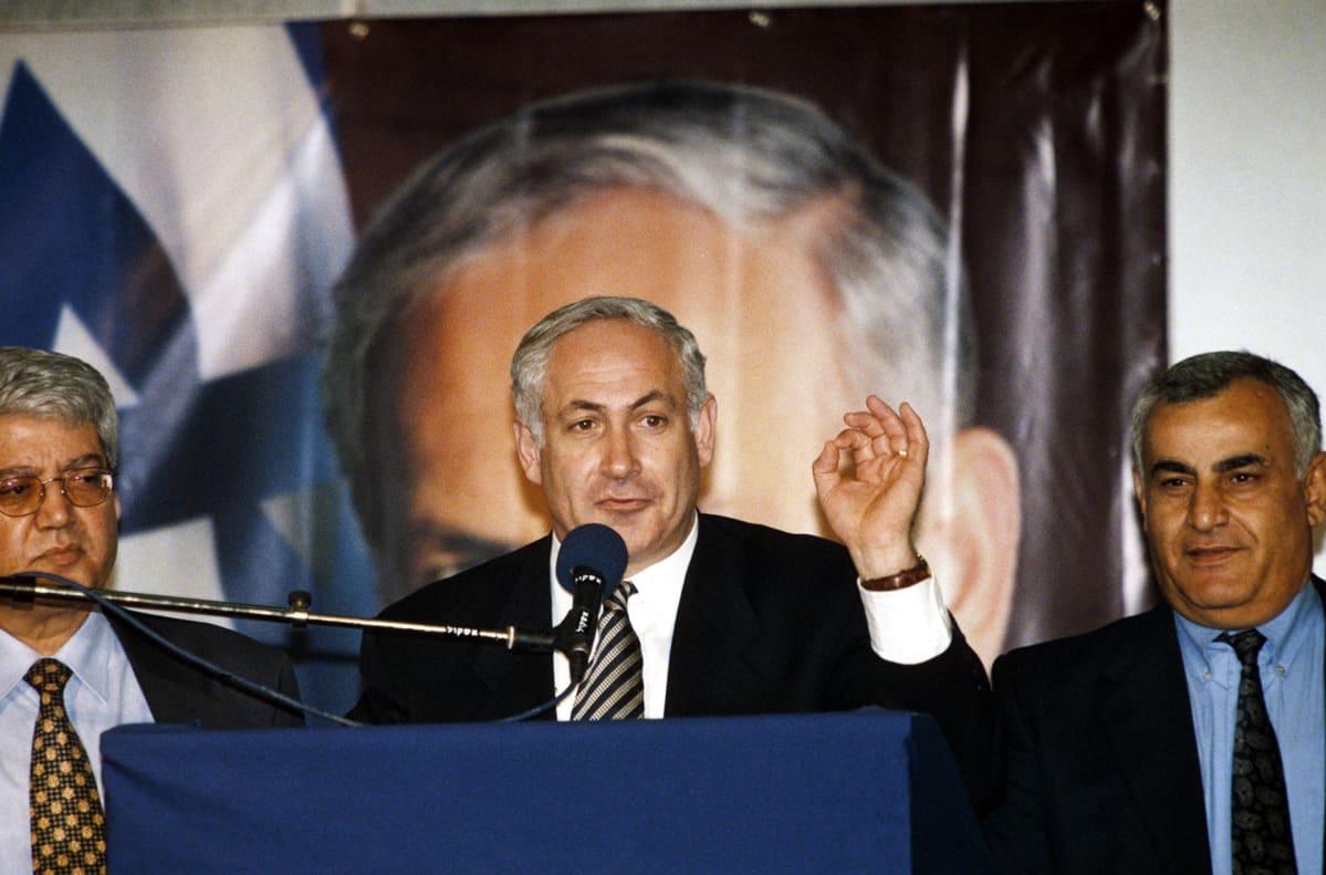 Benjamin Netanjahu nousi yllätysvoittoon vuoden 1996 parlamenttivaaleissa.