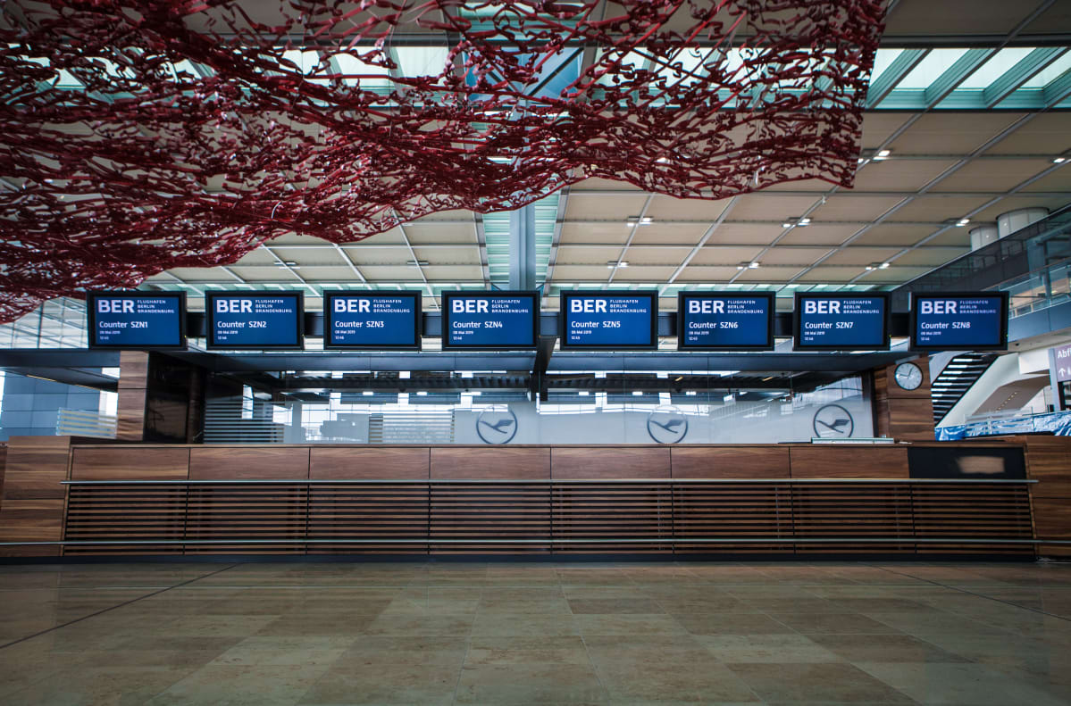 Berliinin uusi lentoasema näyttää lähes valmiilta, mutta siltä se näytti jo vuonna 2012 kun avajaiset lykättiin.