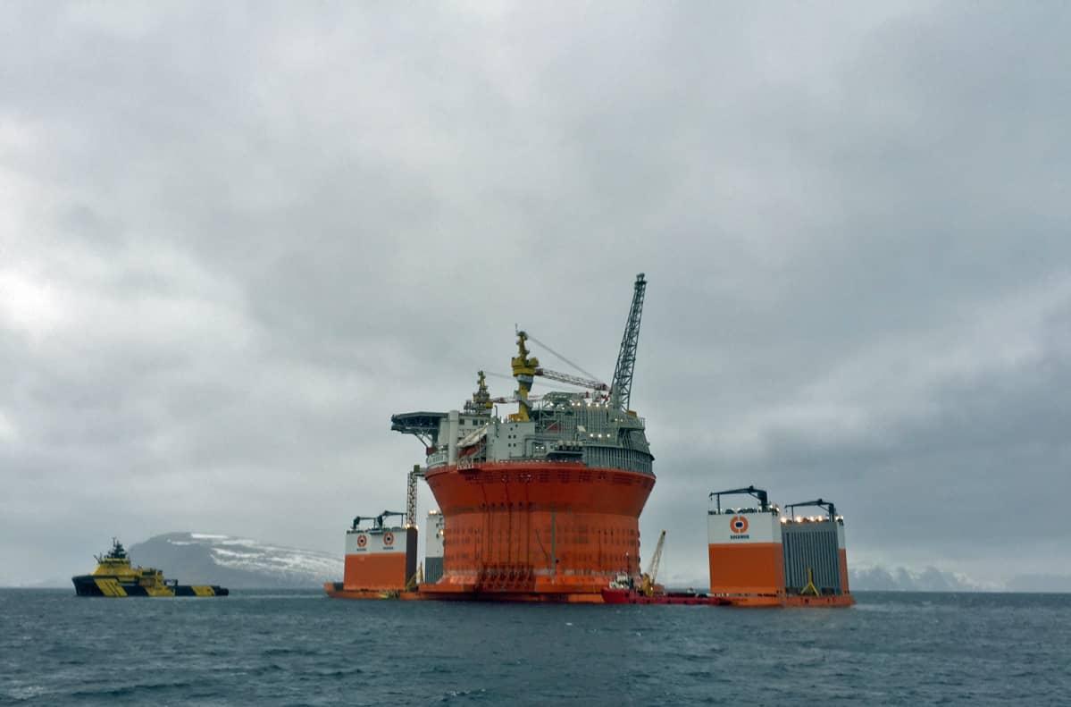 Goljat öljyntuotantolautta Hammerfest huhtikuussa 2015