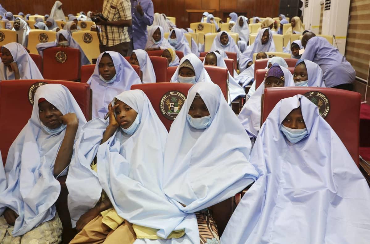 Nigerian pohjoisosassa sijaitsevassa Zamfaran osavaltiossa viime perjantaina siepatut koulutytöt pääsivät turvaan tiistaina.