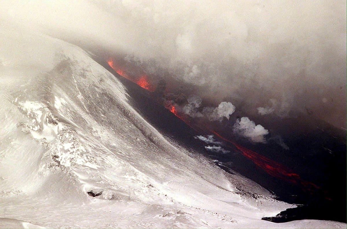 Heklan purkautuminen vuonna 2000.
