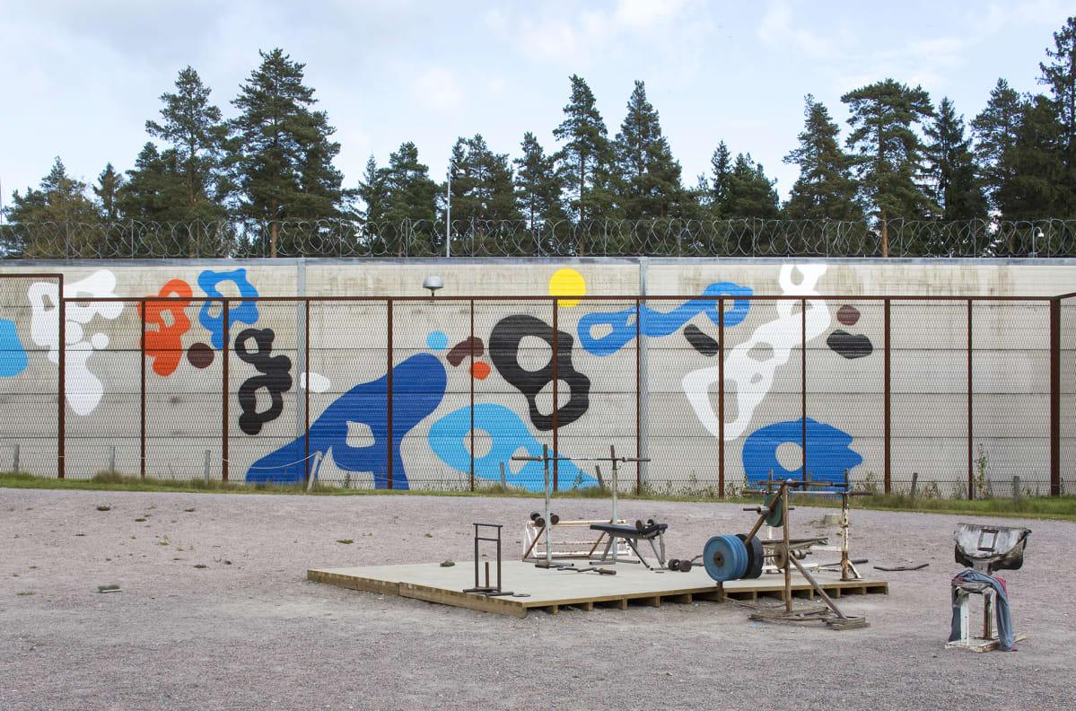 Graffititaiteilija EGS:n teos.