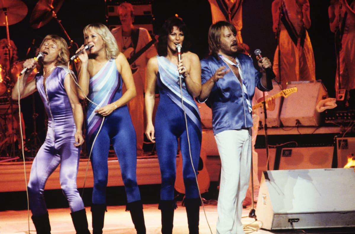 ABBA esiintymässä New Yorkissa vuonna 1979.