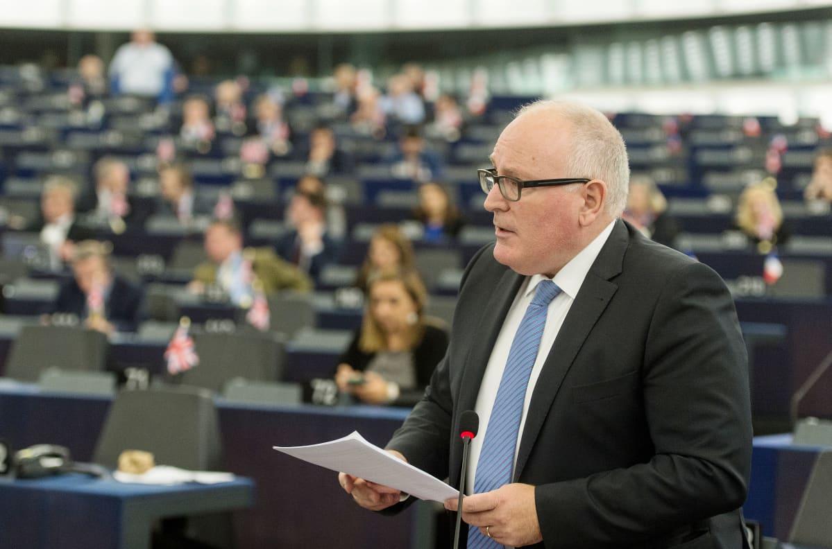Komission varapuheenjohtaja Frans Timmermans puhumassa Katalonian tilanteesta Euroopan parlamentissa 4. lokakuuta.