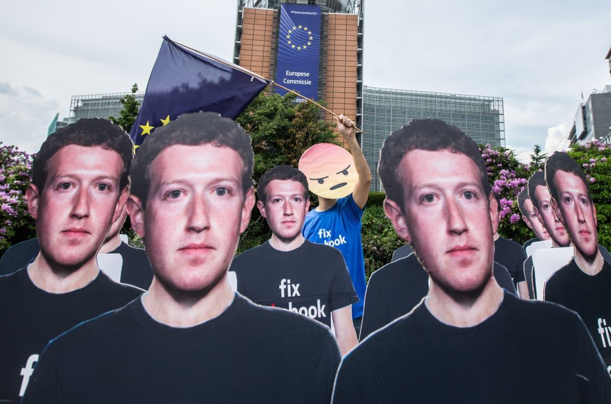 Facebookin perustaja Mark Zuckerberg oli viime vuoden toukokuussa Euroopan parlamentin kuultavana.