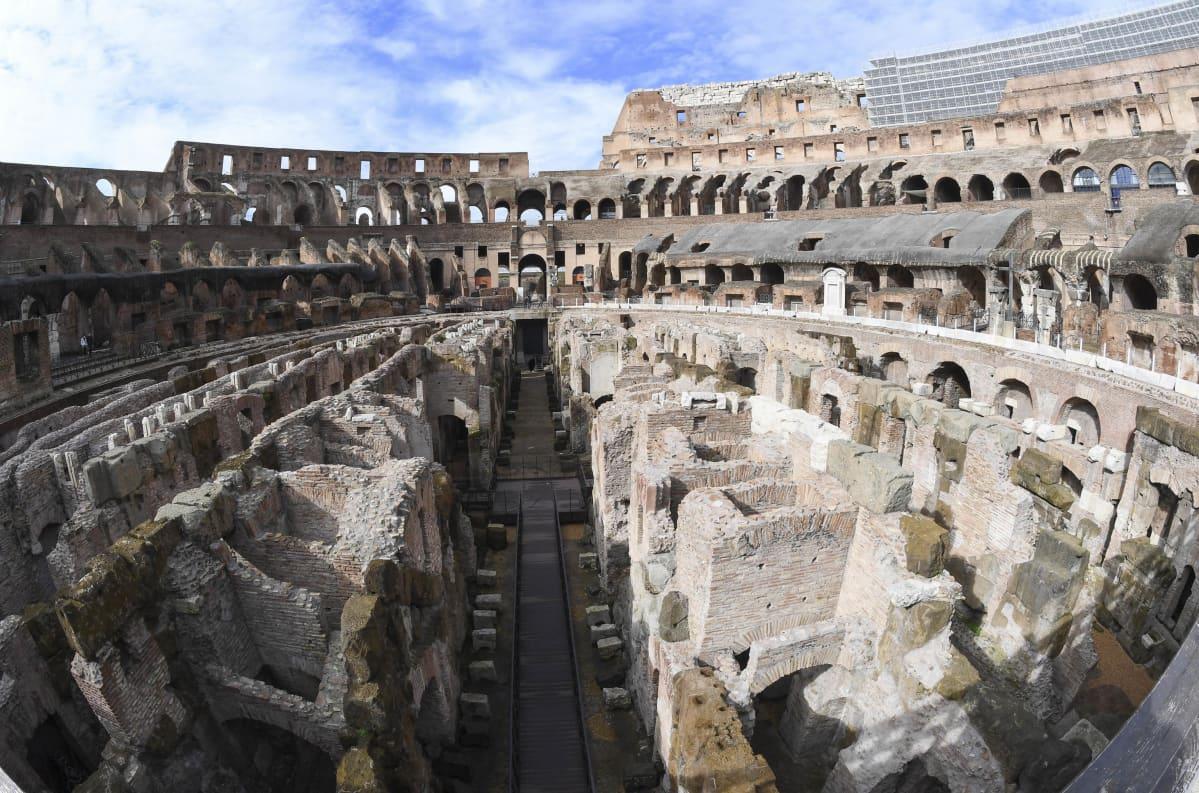 Colosseum oli pitkään suljettuna koronapandemian takia. Nähtävyys avattiin jälleen turisteille helmikuun alussa.