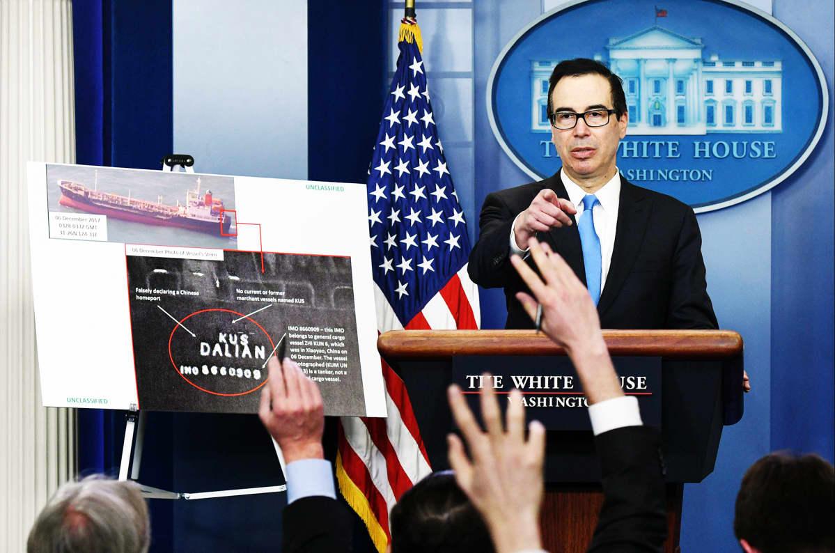 Steven Mnuchin tiedotustilaisuudessa Valkoisessa talossa.