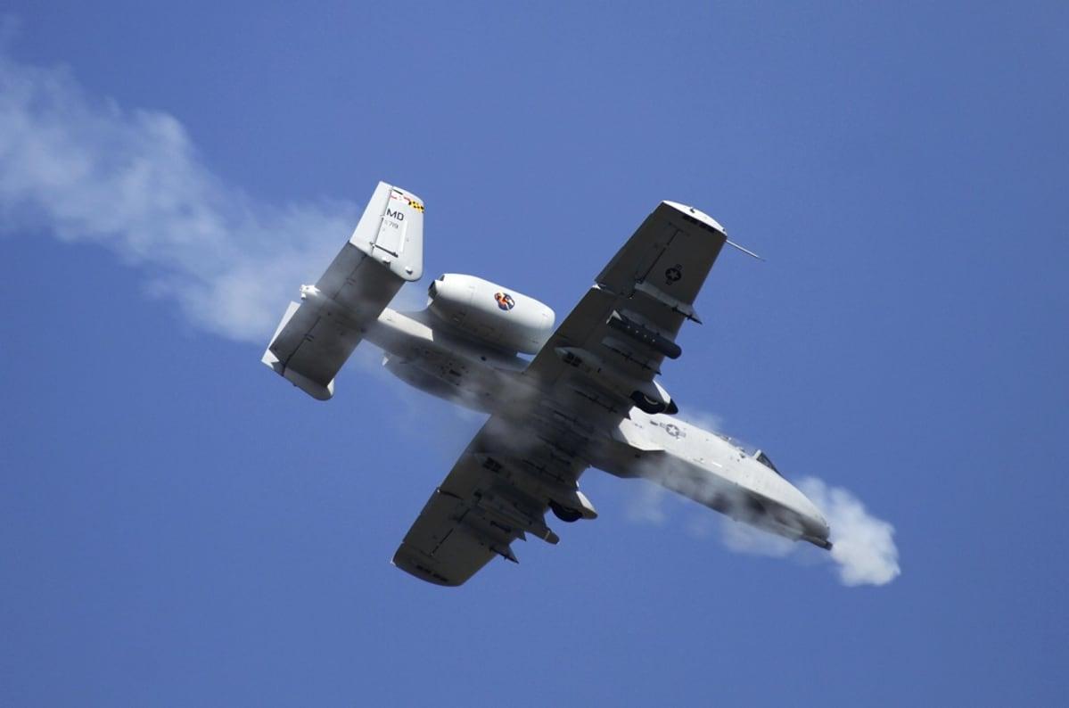 a-10 lentokone