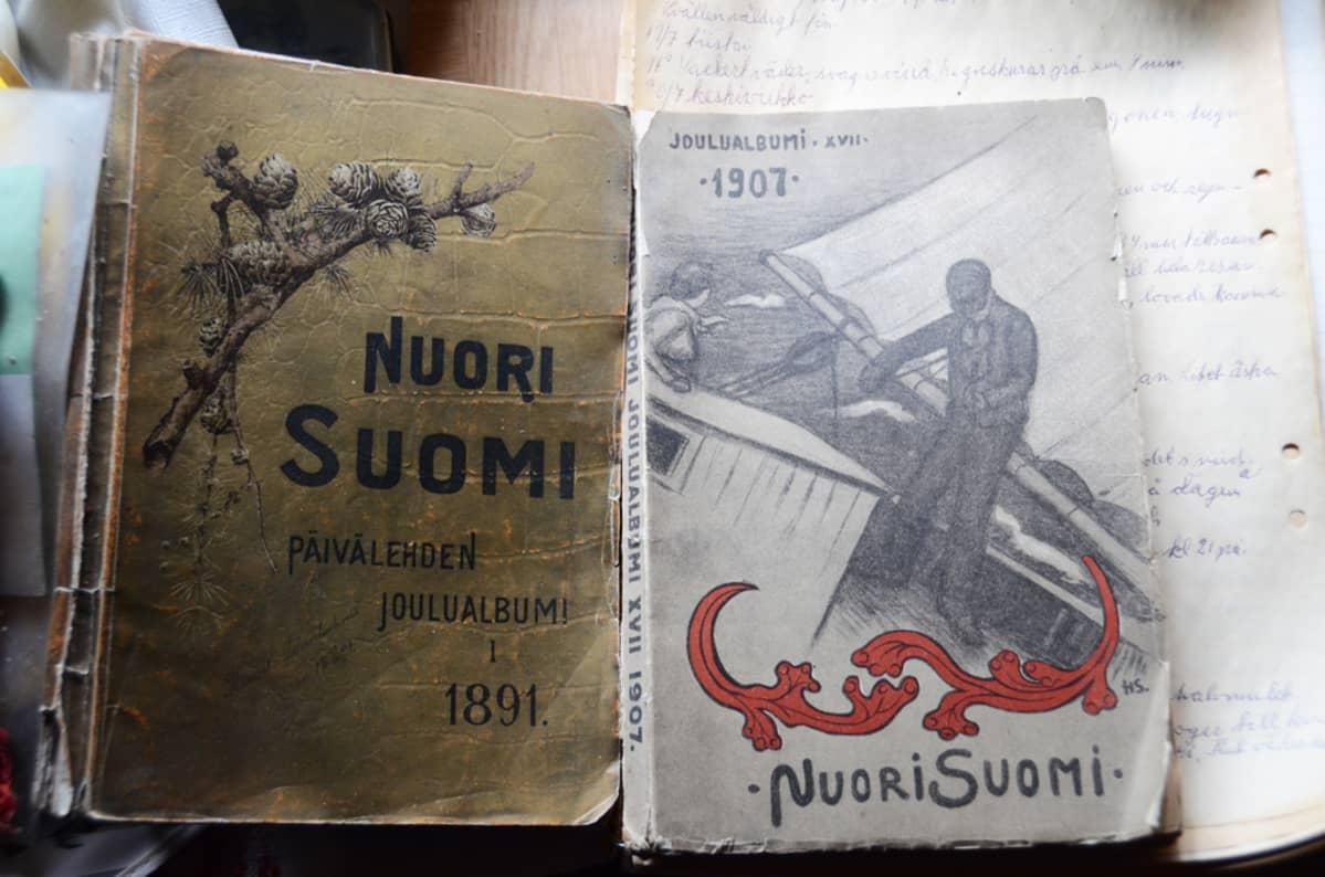 Nuori Suomi -kirjoja.