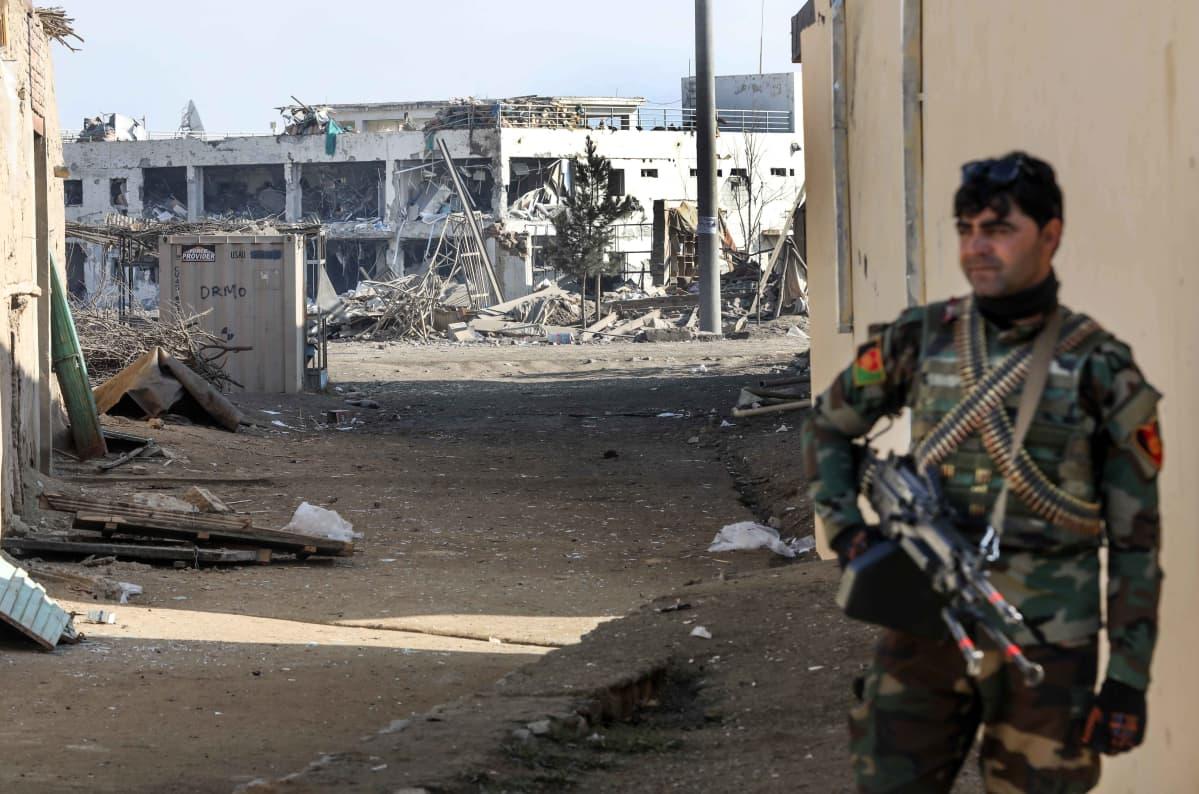 Pommi-iskun jälkiä Bagramissa 11.12.2019