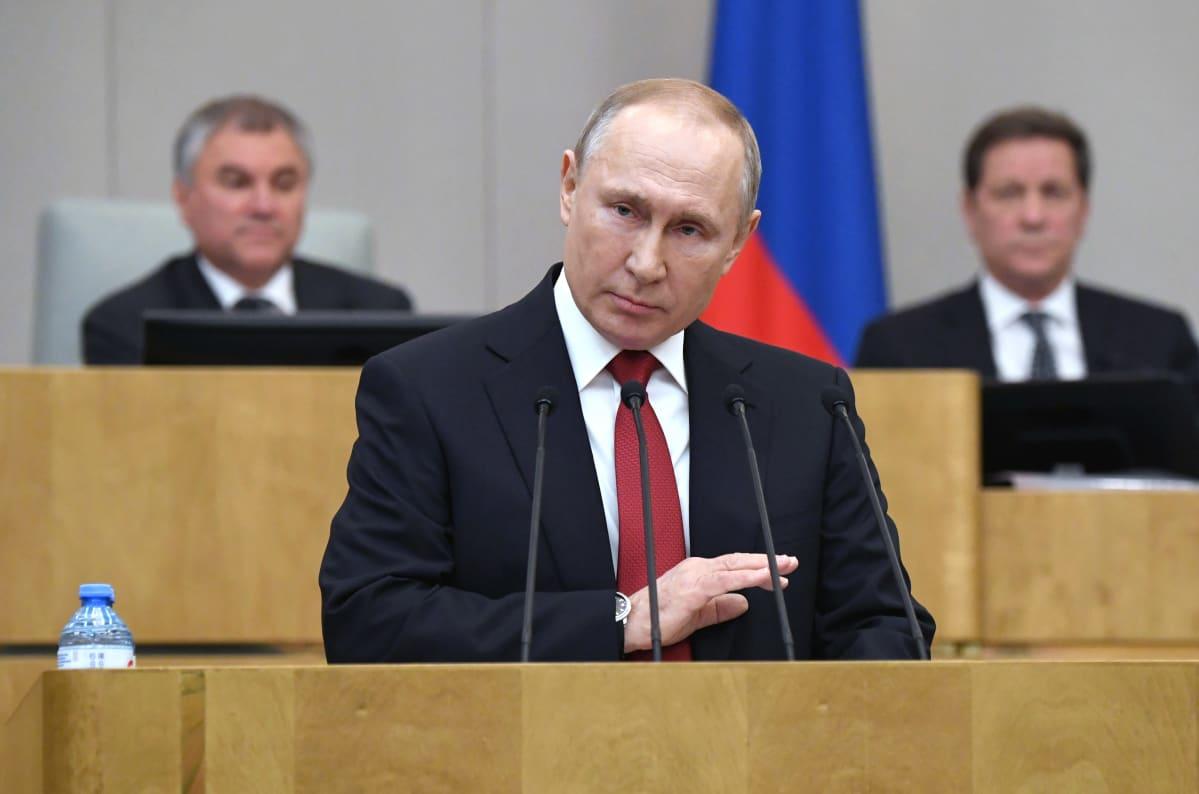 Vladimir Putinin mukaan aiempien virkakausien nollaaminen käy, jos perustuslakituomioistuin hyväksyy sen.