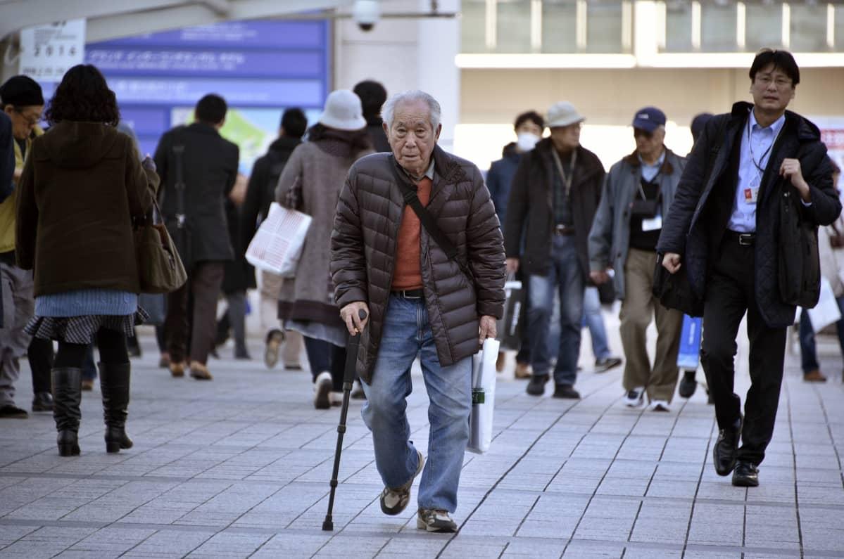 Japanin väestön määrä on ollut viime vuosina laskussa ensimmäisen kerran sitten väestölaskennan alkamisen vuonna 1920.