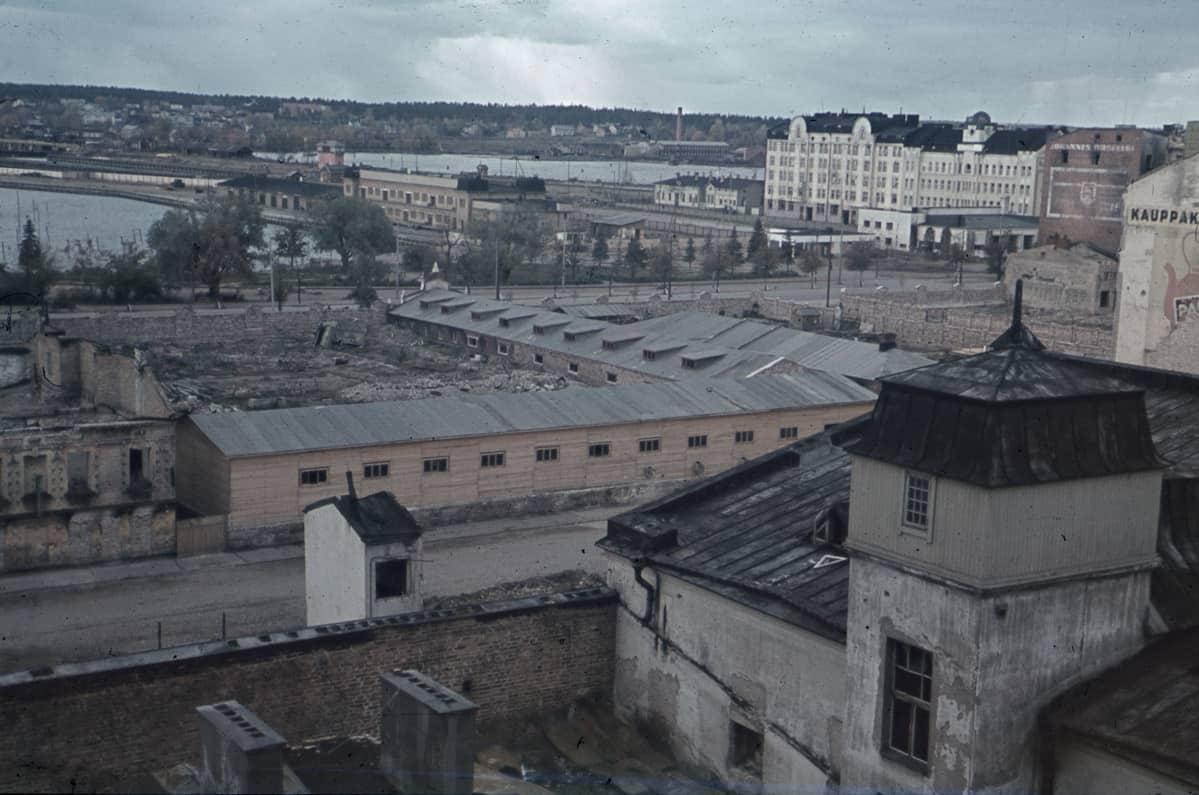 Viljelystalon katolta kuvattu näkymä Viipurin Revonhännän suuntaan syyskuussa 1941.