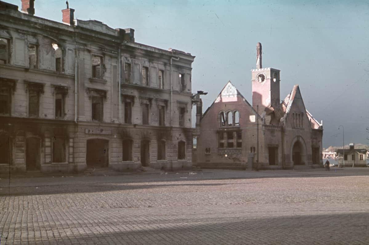 Palanut Viipurin kauppahalli vuonna 1941.