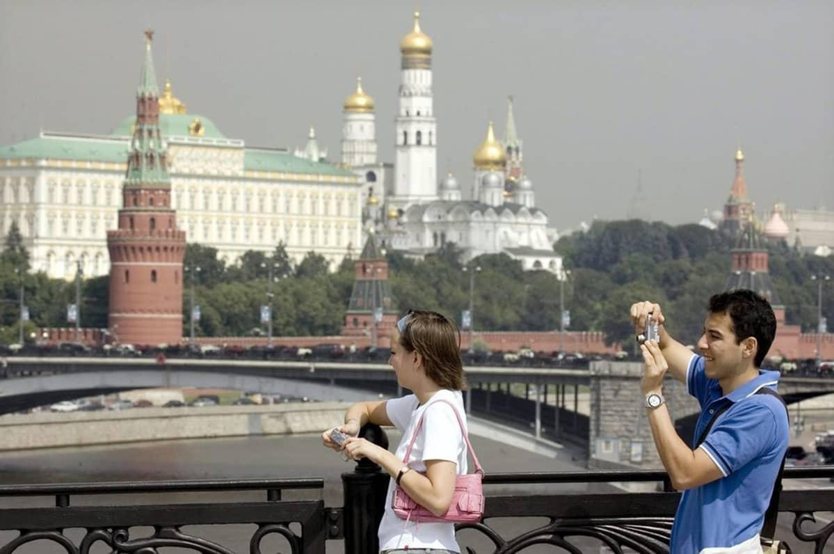 Turisteja Moskovassa.