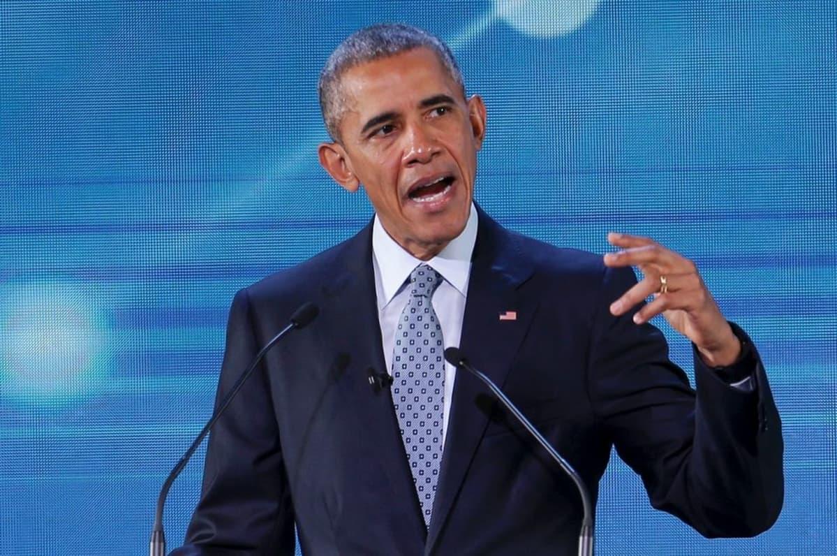 Presidentti Barack Obama puhumassa Apec-järjestön huippukokouksessa Manilassa.