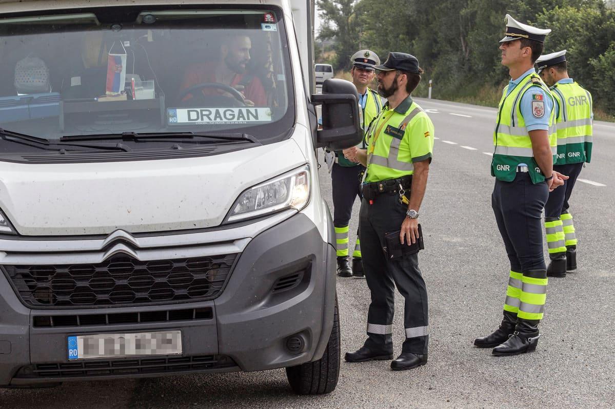 """Espanjan ja Portugalin liikennepoliisit yhteisessä """"Safe Holidays"""" liikennevalvontaoperaatiossa Espanjassa 2018."""