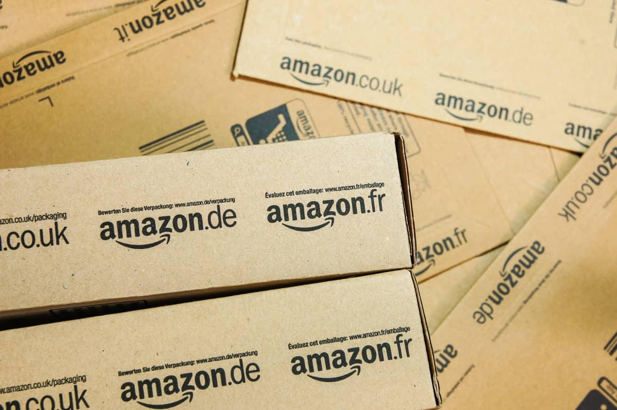 Amazon euroopan logoja paketeissa.