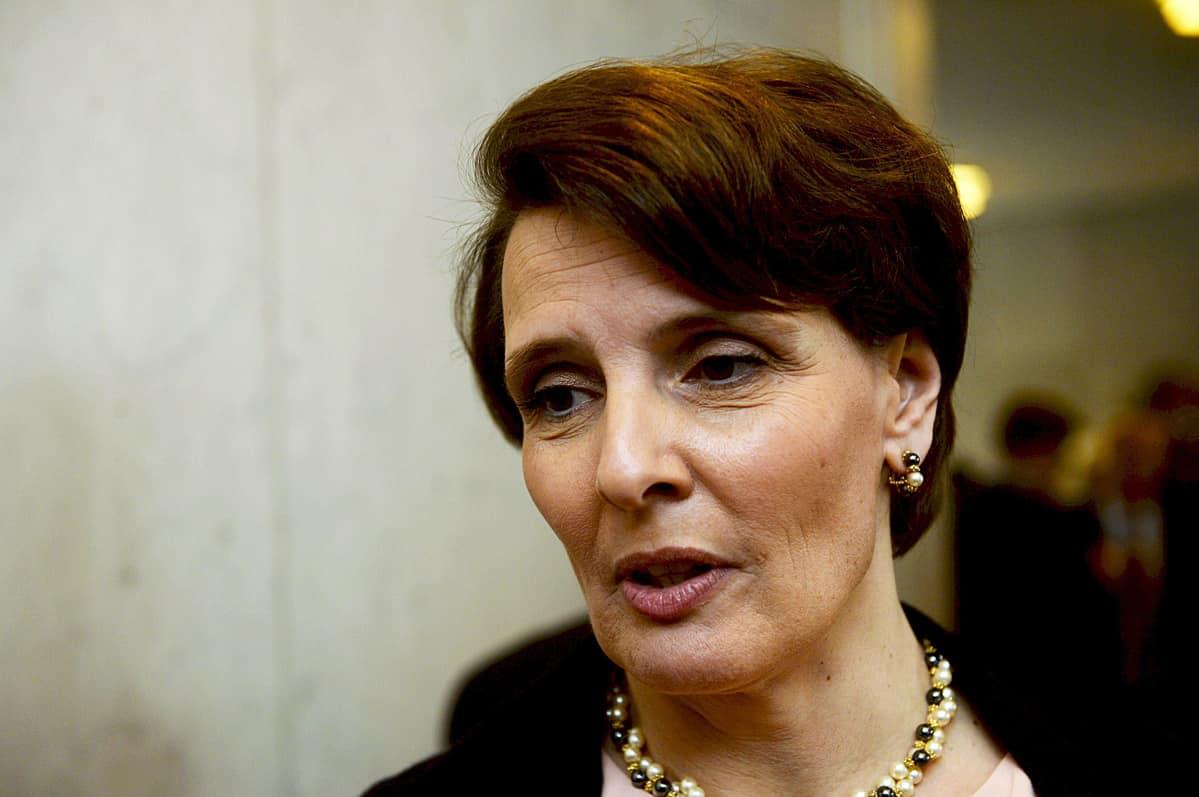 Keskustan kansanedustaja Anne Berner valtiopäivien avajaisissa Helsingin Finlandia-talolla keskiviikkona 29. huhtikuuta 2015.