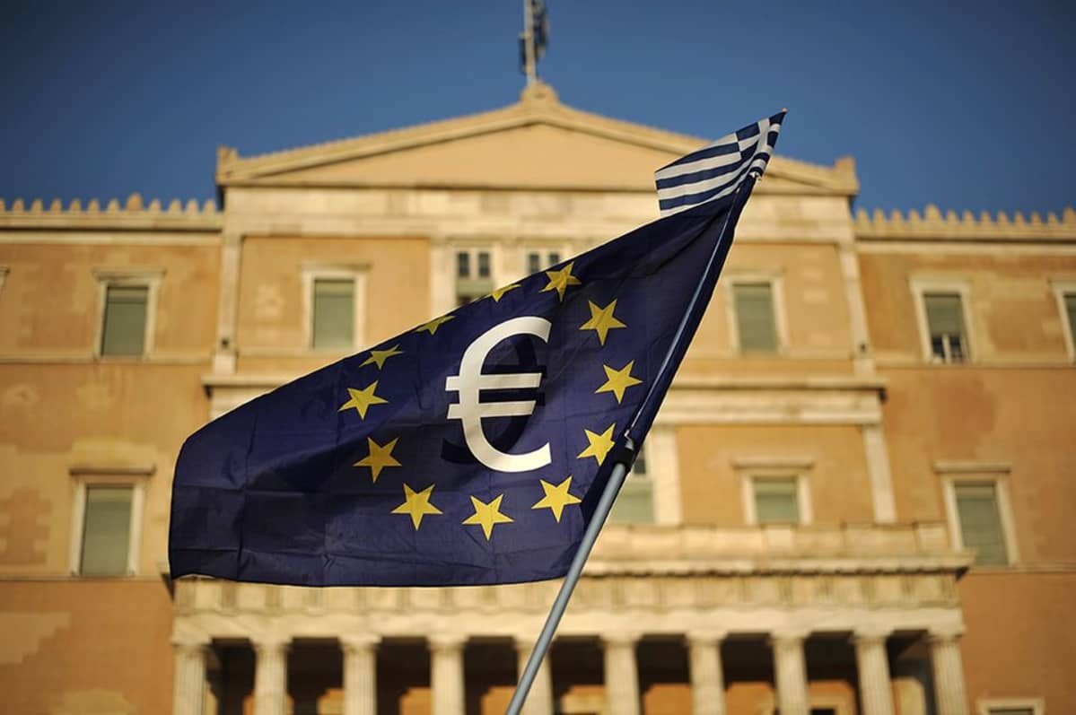 Mielenosoitus Kreikan parlamentin edessä.