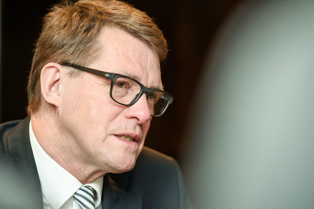 Matti Vanhanen Ulkopolitiikka-kirjansa julkaisutilaisuudessa 3. helmikuuta.