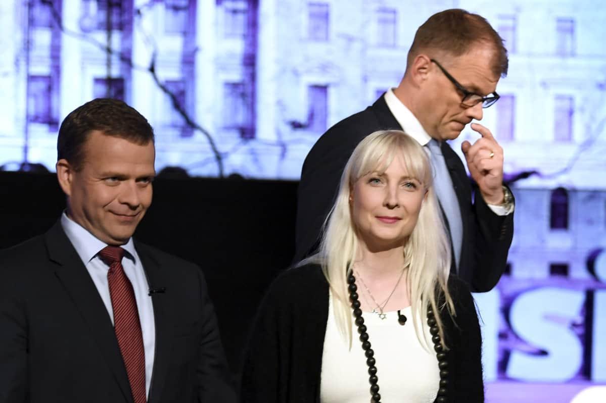 Laura Huhtasaari Petteri Orpo ja Juha Sipilä.