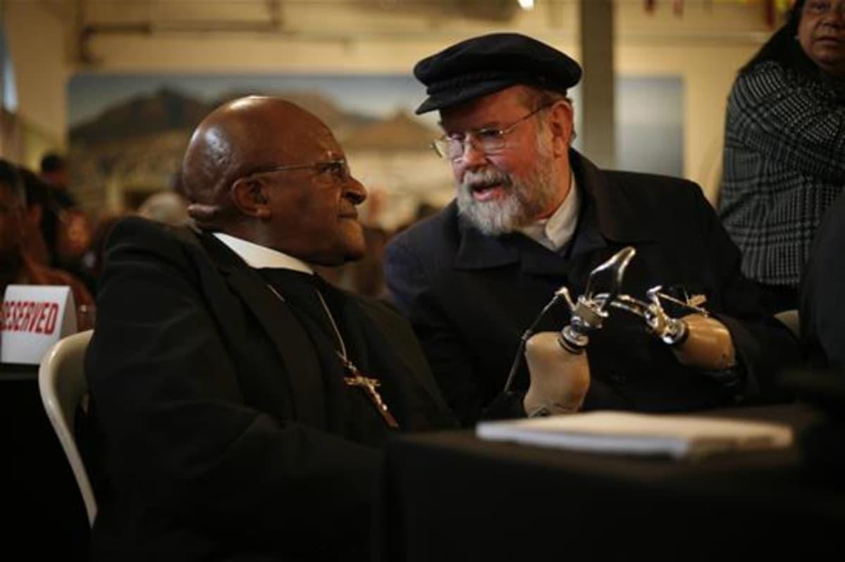 Arkkipiispa Desmond Tutu ja Michael Lapsley