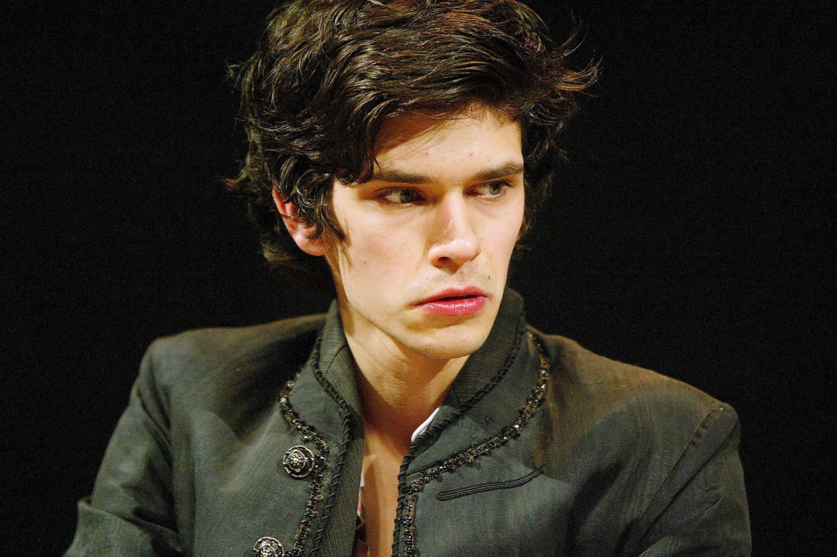 Ben Whishaw esittää Hamletia