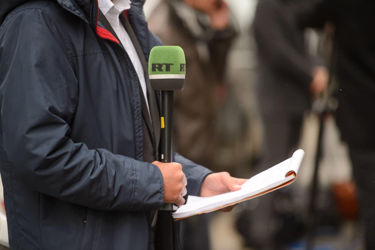 Ulkomailla toimivat venäläiset valtionmediat jäljittelevät kylmän sodan aikaista länsimaista propagandaa kertomalla ennen kaikkea yhteiskunnan epäkohdista.