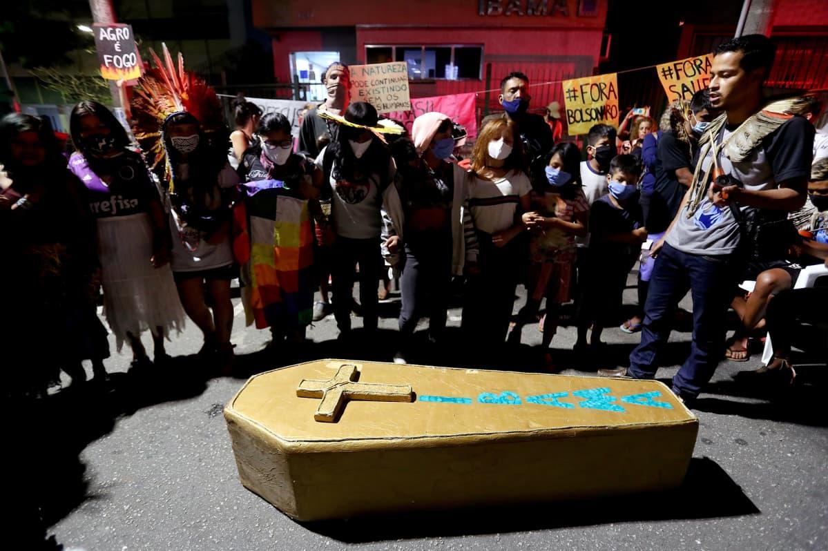 Kuvassa on ilmastomielenosoitus Sao Paulossa.
