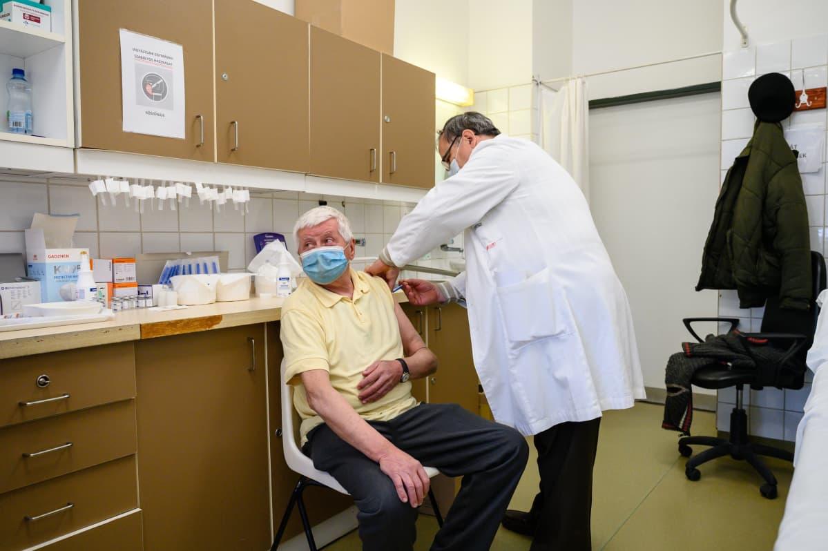 Székesfehérvárin sairaalassa Unkariassa rokotetaan.