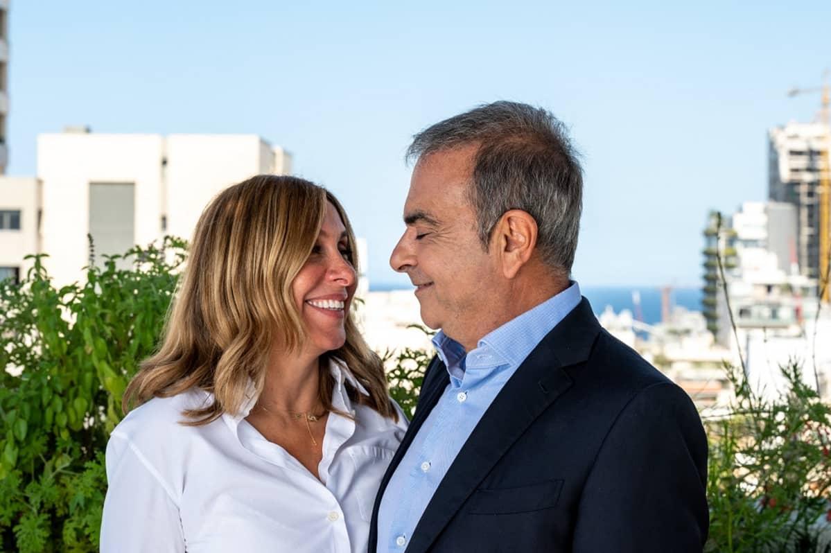 Kuvassa oikealla Carlos Ghosn ja vasemmalla hänen vaimonsa Carole Ghosn.