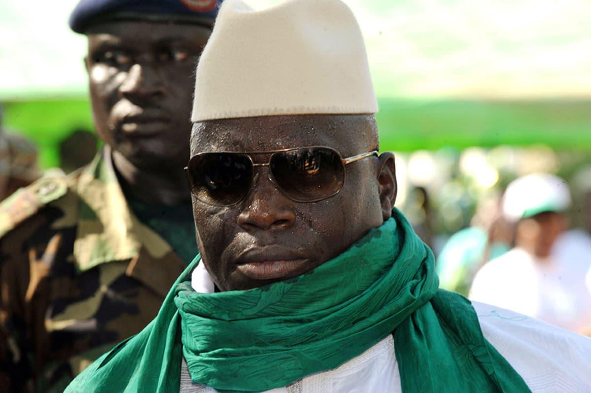 Yahya Jammeh tapaamassa kannattajiaan Gambiassa marraskuussa 2011.