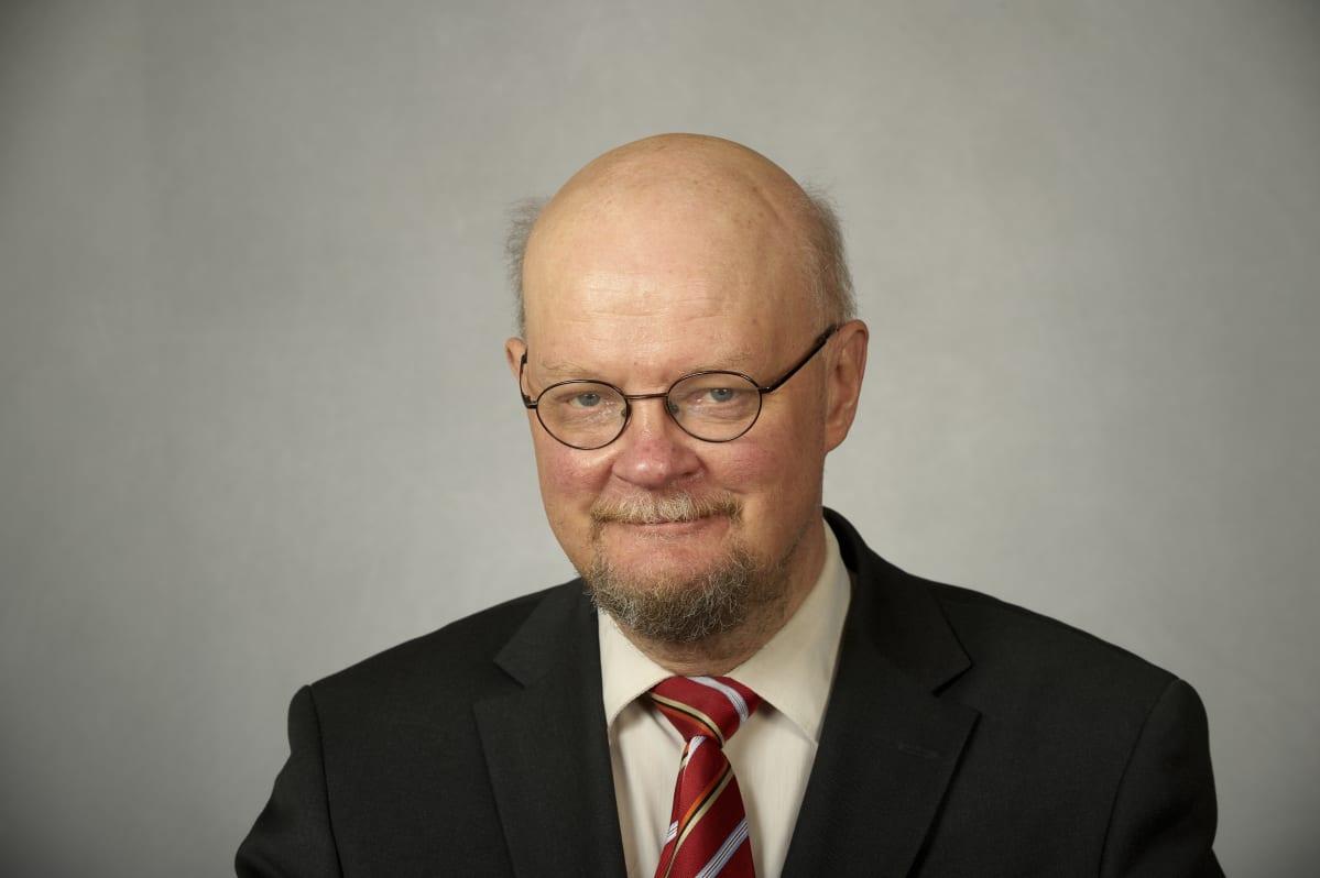 Tietokirjailija, veteraanipoliitikko Osmo Soininvaara